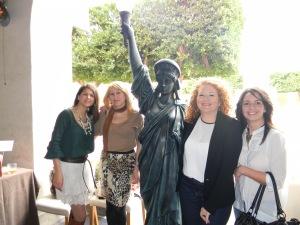 Aqui con Pilar, Isabel de Ojo de pez y Maria Jose de Tapicerias y cortinas Juan Barrios.