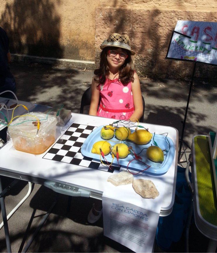 Con sus experimentos energia con limones y el ciclo del agua.